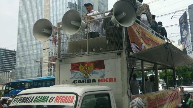Massa FPI saat kepung Kantor Facebook di Jakarta.