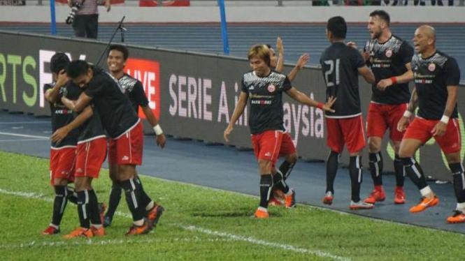 Pemain Persija Jakarta rayakan gol ke gawang Ratchaburi