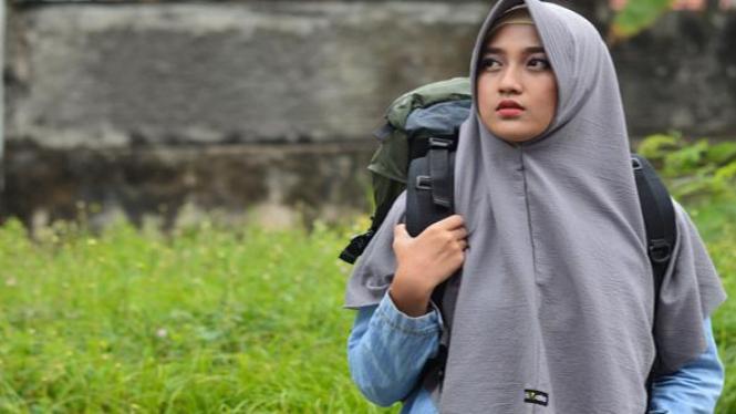 Ilsutrasi memakai hijab yang pas | Foto Travela