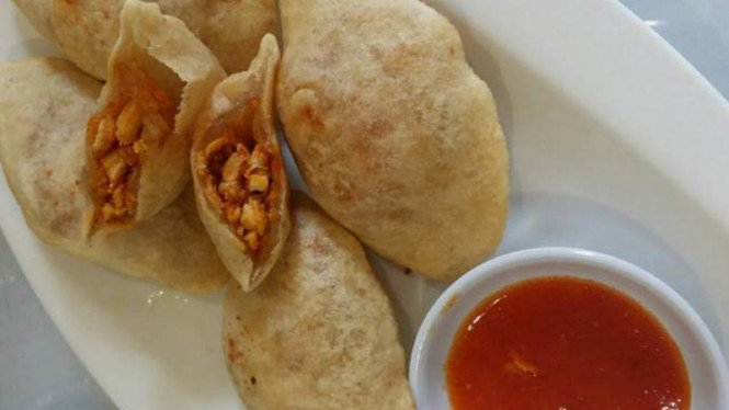 Image result for Cireng isi ayam kare.