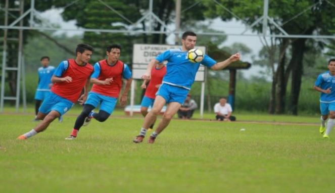 Pemain Arema FC saat menggelar latihan. (Lucky Aditya)