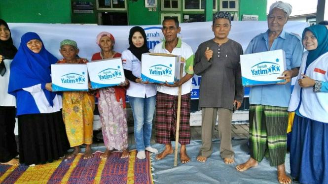 Bantuan untuk warga Desa Sela Galas Mataram.