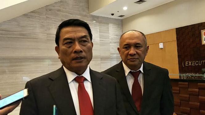 Kepala Staf Kepresidenan Jenderal (Purn) TNI Moeldoko (kiri).