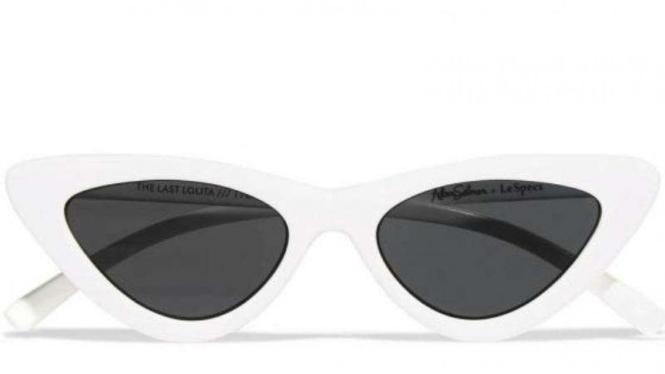 Kacamata Hitam Kekinian Jadi Tren Seleb Hollywood – VIVA cd28de5470