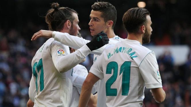 Cristiano Ronaldo melakukan selebrasi gol.