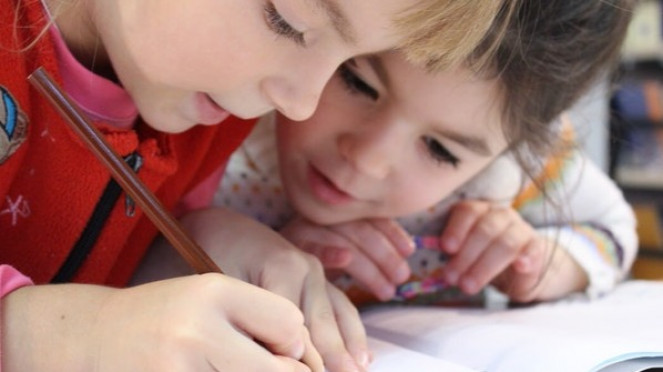 Ilustrasi anak belajar.