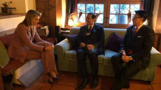 Pertemuan Menko Kemaritim Luhut Panjaitan (tengah) dengan Ratu Maxima dari Belanda, di sela-sela acara Forum Ekonomi Dunia di Davos, Swiss, Rabu 24 Januari 2018.