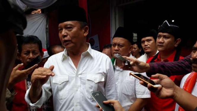 Bakal calon gubernur Jawa Barat, Mayor Jenderal TNI (purnawirawan) Tubagus Hasanuddin, dalam kunjungan di salah satu posko pemenangan di Depok pada Kamis, 25 Januari 2018.