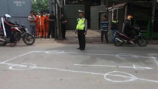 Polisi olah TKP kecelakaan Aiptu Sukir di Jakarta Utara.