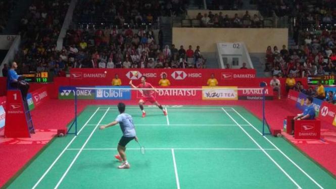 Anthony Sinisuka Ginting melawan Chen Long di Daihatsu Indonesia Masters 2018
