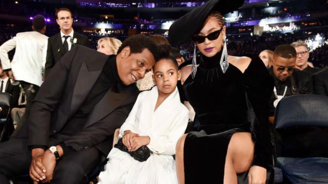 Blue Ivy (tengah),  putri sulung Beyonce dan Jay-Z