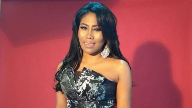 Evi Masamba, penyanyi dangdut Indonesia