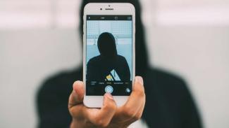 Para pedofil mengintai media sosial.