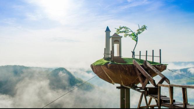 Bukit Panguk Kediwung Dlingo Mangunan, Bantul, Yogyakarta.