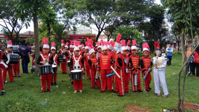 Tim drum band SD Sekolah SMART Cibinong