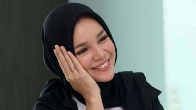 Dewi Sandra.