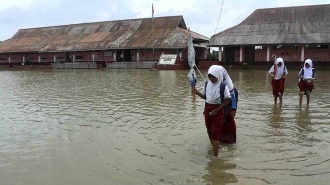 Banjir Rob Melanda Pesisir Usai Fenomena Gerhana Bulan