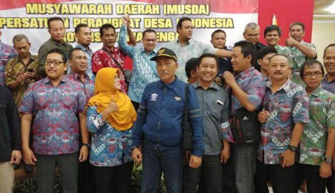 Sudirman Said bersama anggota Persatuan Perangkat Desa Indonesia (PPDI) Jateng.