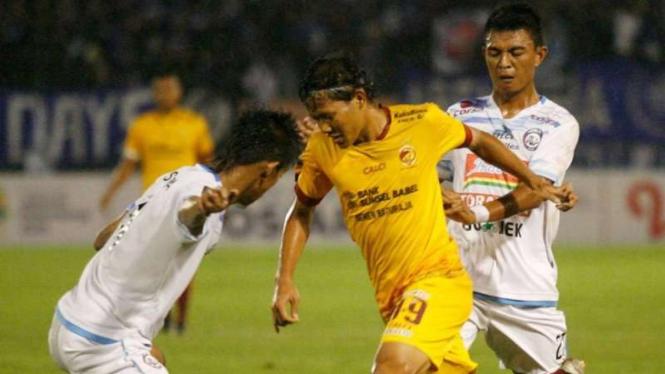 Ilustrasi pertandingan Sriwijaya FC vs Arema FC