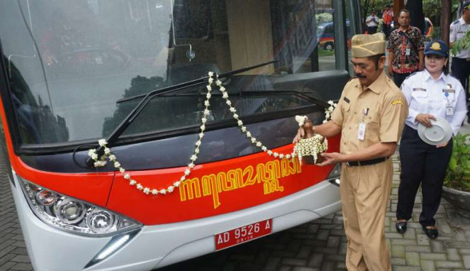 Bus Mewah yang Disopiri Wali Kota Solo Tabrak Pohon