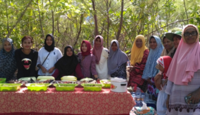 Ibu-ibu di pulau Adrenan sediakan kuliner khas Maluku Tenggara
