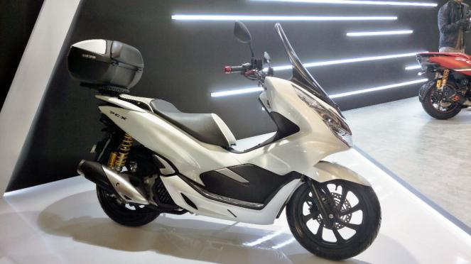 Honda PCX baru lengkap dengan aksesori resmi