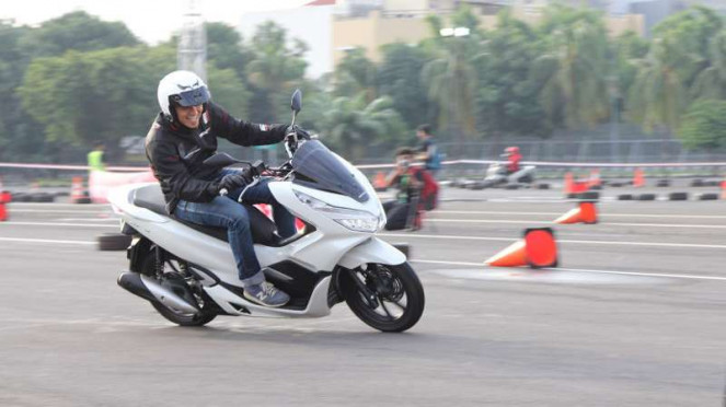 Test drive Honda PCX