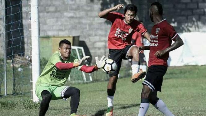 Bali United saat menjalani latihan.