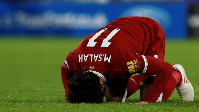 Winger Liverpool, Mohamed Salah, melakukan selebrasi gol.