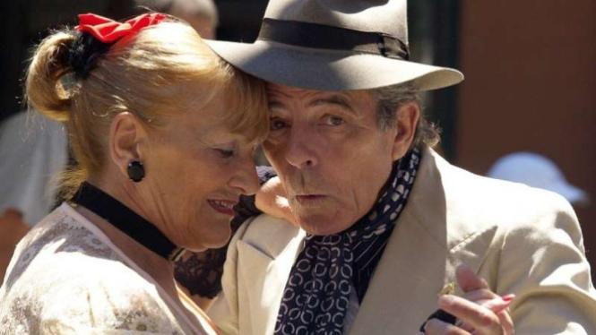 Ilustrasi pasangan lanjut usia