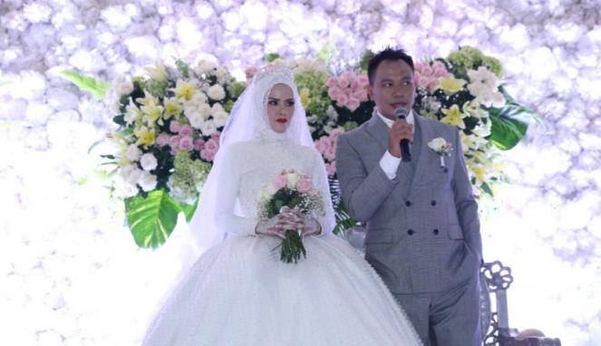 Resepsi pernikahan Vicky Prasetyo dan Angel Lelga.