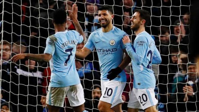 Para pemain Manchester City rayakan gol dalam laga Premier League.