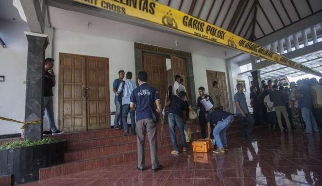 Polisi olah TKP penyerangan Gereja St Lidwina, Sleman, DIY