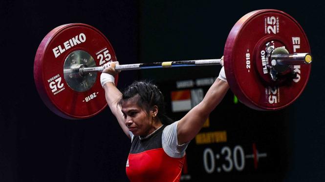 Atlet angkat besi Indonesia Sri Wahyuni