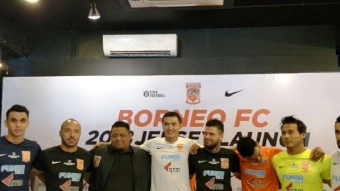 Borneo FC saat meluncurkan jersey resmi 2018.