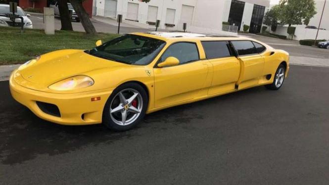 Ferrari Modena 360 dibuat jadi limousine.