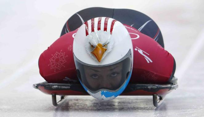 Helm Unik Para Atlet Balap Kereta Salju