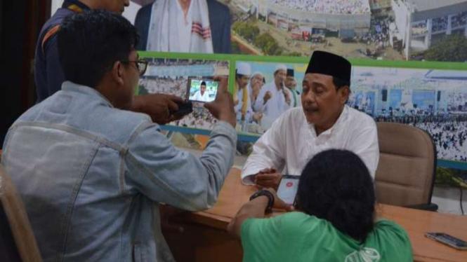 Ketua NU Jatim, Hasan Mutawakkil Alallah, memberi keterangan soal Pilgub Jatim.