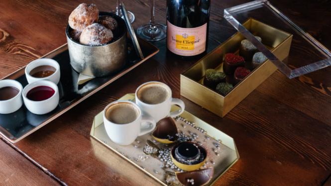 Cokelat Valentine seharga Rp13,6 juta.