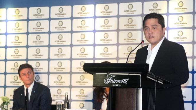 Presiden Inter Milan, Erick Thohir, bersama eks Kapter Inter, Javier Zanetti.