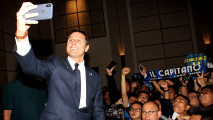 https://thumb.viva.co.id/media/frontend/thumbs3/2018/02/14/5a83f839f32c8-zanetti-perkenalkan-inter-academy-indonesia_213_120.jpg