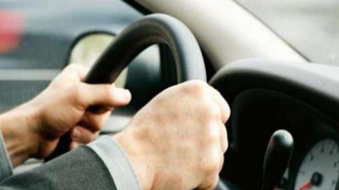 Ilustrasi mengemudi.