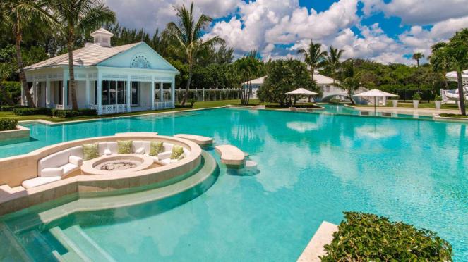 Rumah mewah milik Celine Dion dengan kolam renang super luas.