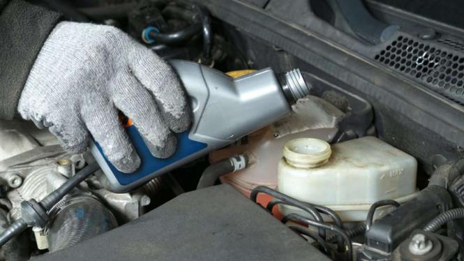 Ilustrasi minyak rem mobil.