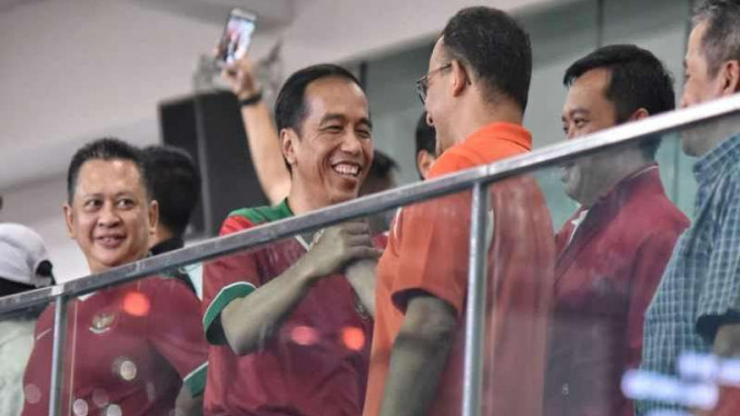 Presiden Jokowi dan Gubernur DKI, Anies Baswedan di Final Piala Presiden