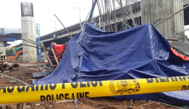 Tiang penyangga tol Becakayu roboh, Selasa (20/2/2018)