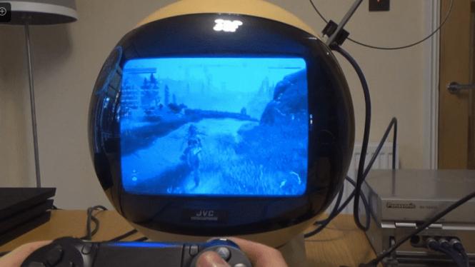 Memainkan video game di JVC Videosphere