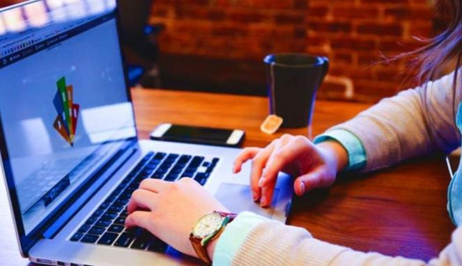 Pemanfaatan teknologi digital dalam bisnis.