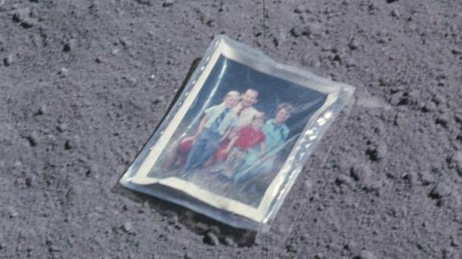 Foto keluarga astronaut Charles Duke yang tertinggal di Bulan