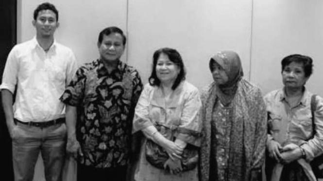 Ketua Umum Partai Gerindra Prabowo Subianto bersama Hira Tety Yoga.
